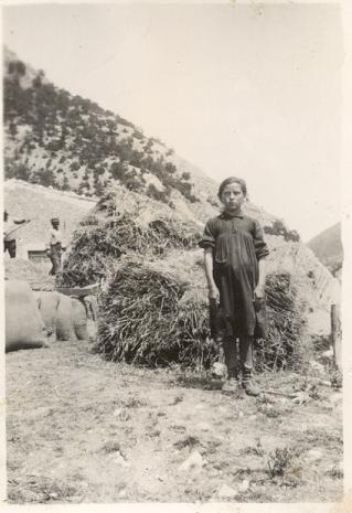 Foto ricordo sull'ara (S.Lucia di Monteleone 1930-1940)